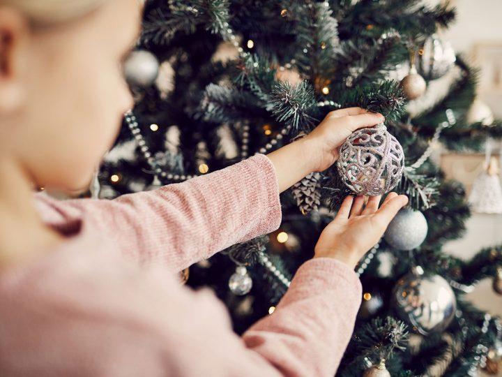 Neozdobujte stromček honosnými ozdobami, ale láskou, pokojom a šťastím